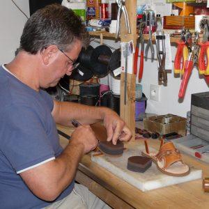 Toute l'histoire de l'Atelier Cuir Polaine, artisan maroquinier sandalier en Cévennes depuis 1993 - 10