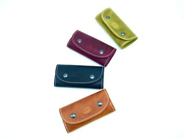 Porte-clés mousqueton 4 crochets mixtes en cuir vachette lisse, fermeture pression déclinaisons par Cuir Polaine, Artisan Maroquinier, Artisan de France