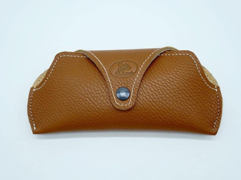 Etui à lunettes artisanal cuir marron par l'Atelier Cuir Polaine Cévennes