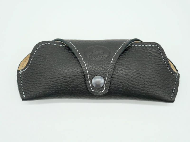 Etui à lunettes artisanal cuir noir petit modèle par l'Atelier Cuir Polaine Cévennes