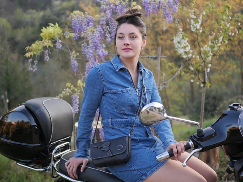 Sac à bandoulière Aliona pour femme en cuir vachette lisse noir, doublé de cuir en détail par Cuir Polaine, Artisan Créateur Maroquinier, Artisan de France